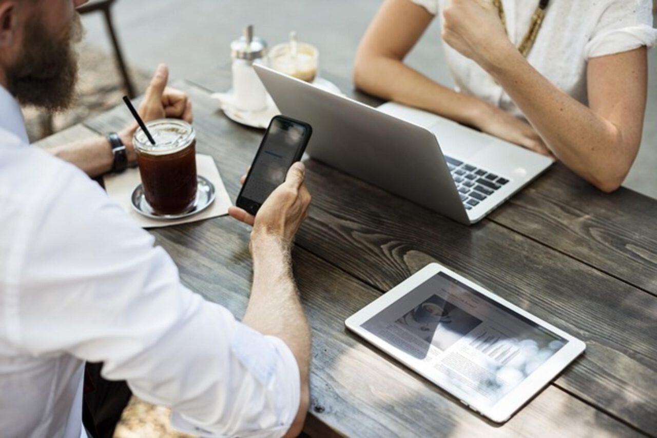 Jak założyć sklep internetowy przyciągający klientów w sieci?
