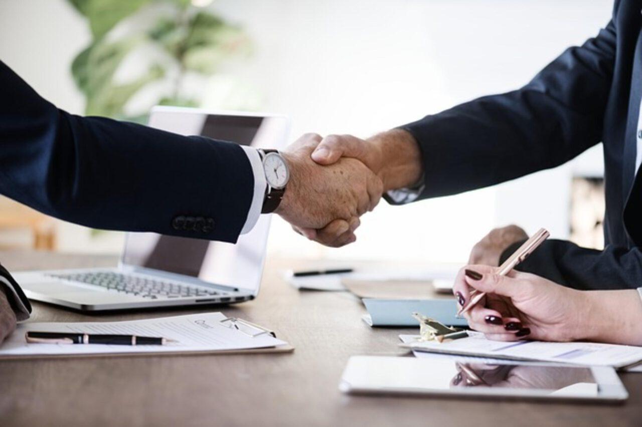 Zalety spółki komandytowej: czy warto się na nią zdecydować?